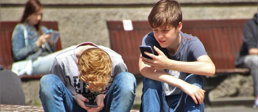 kids texting